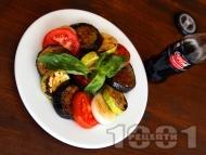 Салата Рататуй от мариновани зеленчуци (син патладжан, тиквички, лук, чушки) на грил